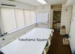 【横浜西口5分】リバーサイド横浜スクエア 最大10名 綺麗・静か、ゆったり会議室です。テーブル広め(60cm幅)で、それでいて着席しても圧迫感がございません。Wifi/プロジェクター/ホワイトボード有!全て無料でご利用可です。平日や夜間、休日にも会議、商談、勉強会、セミナー活動等に是非ご利用下さい。