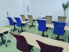 【千葉駅8分・市役所前駅3分】ヒーローズ ロールスクリーンで間仕切り半個室利用 レイアウト自由 4名~18名 ◆学習塾だけどシンプルな作りなので、様々なレイアウトに対応できます!◆