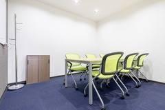 【三宮駅徒歩5分】コワーキングスペース内の6名様用会議室