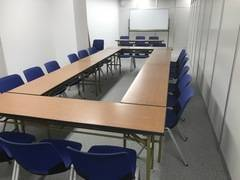 【JR千葉駅東口徒歩7分】会議室・研修室・スタディルームとして活用ができます。20名様まで活用できます。グループワークなど広範囲な活用が可能です。wifi活用(無料)できます。エアコン完備、部屋毎の消灯スイッチ(B)