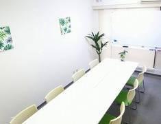 秋葉原駅徒歩4分!WiFi/プロジェクター無料の会議室☆6路線利用可能でアクセス抜群<めぶく会議室Akihabara>