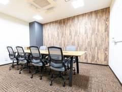 【松戸駅徒歩1秒】コワーキングスペースの8名様用会議室