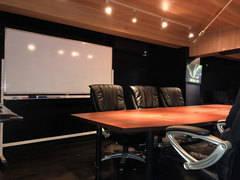 東京都足立区のレンタル会議室 映画にありそうな重厚な雰囲気でイベントや会議にピッタリ