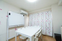 【WIFI無料】関内駅・馬車道駅・日本大通り駅近く 5名利用可能会議室