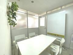【蒲田2分 個室会議室】 スペースC <おおたfab> フリードリンク有,貸出設備充実