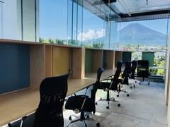 【富士山駅から徒歩5分】富士山の麓にあるコワーキングスペース anyplace.work 富士吉田 ミーティングルーム(最大12名利用可能)