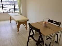 新大阪・ハートアンド JRから徒歩約3分!●明るくキレイな空間と女性に好評♪レイアウト自由自在!小人数でのセミナーやお茶会、セッションなど多彩にご利用いただいています。