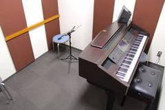 【新橋駅すぐ/防音】電子ピアノとシンプルな部屋【ヤマハの音楽室・銀座アネックス S1】の写真