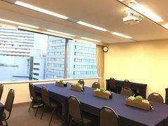アットビジネスセンターPREMIUM大阪駅前の「ひとり会議室」 ※貸会議室の空室を利用したワーキングスペースです。