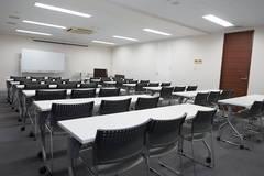 【赤坂見附 徒歩10秒の中会議室】DAYS赤坂見附(4B会議室)定員42名 最大60名
