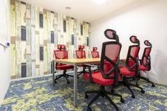 【江戸堀センタービル】コワーキングスペース内の6名様用会議室の写真