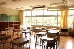 【教室B】学生時代にタイムスリップしたかのうような廃校の教室で撮影ができます ☆個人のお客様☆の写真