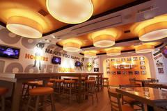 【新橋駅から1分】1席1時間100円から使える新しい形のワークスペース!!HOOTERS 銀座店《30席》