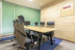 【平塚駅徒歩4分】コワーキングスペースの6名様用会議室