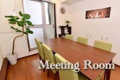 〈エキチカ会議室 リーフ〉名駅徒歩2分/カフェのような空間/プロジェクター無料/8名収容