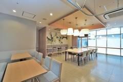 長堀橋駅より徒歩1分の貸しスペース。会議や習い事など利用方法はアイディア次第で無限大です。