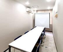 阪急京都河原町駅(10番出口)徒歩約2分  オフィスゴコマチ208号室 完全個室  打合せ・ミーティング・習い事 使い方は様々です。