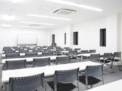 【名古屋駅すぐ!】名古屋会議室 名古屋VIP貸し会議室名古屋駅前店 セミナールーム2B【42名収容可能。説明会やセミナーにおすすめ、アクセス良好な貸し会議】