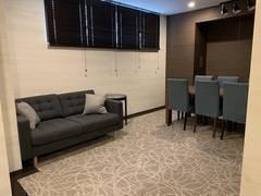 東銀座駅徒歩1分!「リラックス」がコンセプトのソファがある会議室(6~8名) 「Relo Works 東銀座」ROOM2