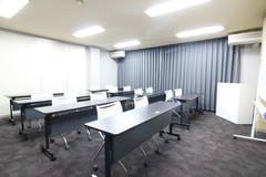 広瀬通【仙台協立第1ビル4階4-B貸会議室】16名様用 落ち着いた雰囲気の会議室です
