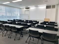 【セミナールームA】恵比寿駅徒歩4分!土日祝OK!スクール32名の丁度よい大きさの会議室です!