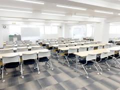 鶴見駅前123名収容 第一+第二会議室 プロジェクター・スクリーン・マイク無料 Wi-Fi完備