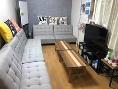 【新宿三丁目駅E2徒歩30秒】ソファで会議!大型テレビ!キッチン設備!各種ゲーム!ネフリでチルってる部屋♪