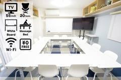 テレワーク応援!NEW OPEN<横浜駅東口8分 / 最大20名まで>Wi-Fi、エステ台、55型テレビモニターあり!広々空間でセミナーや面談、ミーティング、オフ会など様々な用途で♪<北欧風レンタルスペース@フレイ横浜東口>
