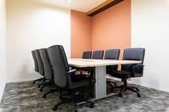 【京都四条烏丸】コワーキングスペース内の8名用会議室