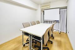 【新宿1分!好立地!】白基調・Wifi完備のアットホームな空間です♪