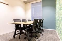 【大森駅徒歩1分】コワーキングスペースの6名様用会議室