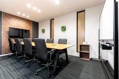 【千葉駅徒歩1分】コワーキングスペースの8名様用会議室