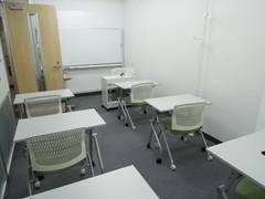 【梅田1丁目】駅直結の駅前ビル、プロジェクタ・ホワイトボード・CDプレーヤー無料、セミナー・会議に最適空間。