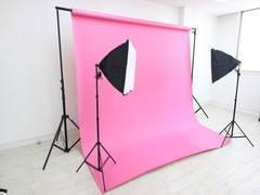 広瀬通【仙台協立第1ビル4階4-7貸会議室】20名様用 カラー背景紙・白を基調とした室内の撮影スタジオ!