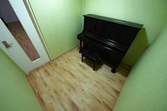 相模原レンタルスタジオKUNST(クンスト) Kスタジオ通常利用予約!(アップライトピアノ付きレンタルスタジオ)プレオープン記念30%オフ!個人での音楽練習やちょっとした個室空間に最適!