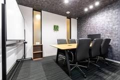 【千葉駅徒歩1分】コワーキングスペースの6名様用会議室