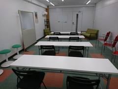東武東上線朝霞駅から徒歩8分。シェアリングスペースを貸切でご利用いただけます。会議やセミナー、イベントなどに最適です。