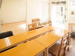 【福岡 別府駅 徒歩5分】 ヒノキ床のスペースと暖かい木の机、絵本、おもちゃ、お子様連れで!