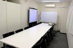 【新規OPEN記念!新宿三丁目徒歩2分】16人までの少人数での会議、ミーティング、レッスン、セミナー、オフ会など最適なスペースです 無線LAN / ホワイトボード / プロジェクター / トイレウォシュレット完備