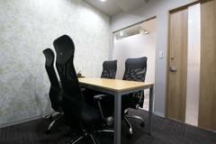 【名古屋伏見駅徒歩1分】コワーキングスペースの4名様用会議室