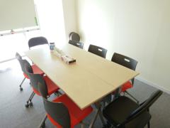 <MEETING ROOM 85>川越駅徒歩3分の貸会議室/10名収容/WiFi・ホワイトボード無料の完全個室レンタルルームがオープン !