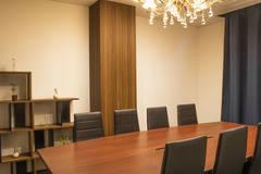 《SBL烏丸会議室》【2F 小会議室① (最大8名)】少人数での会議や打ち合わせに最適♪