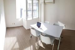 【㊗️新規オープン・ 新宿西口3分・オフィスビル✨土足可】24H・機材無料・打合せ、勉強会、会議、少人数セミナーなど