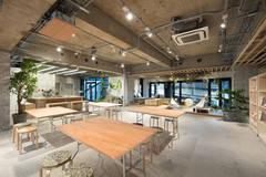 【キッチン・控室を揃えた撮影スタジオ】300㎡の広さと6つの窓を整えた開放的な撮影スタジオ