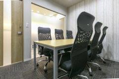 【名古屋 伏見駅徒歩1分】WEB会議にも使える!駅チカシェアオフィスの6名用会議室 #Wi-Fi #フリードリンク #ホワイトボード #電源