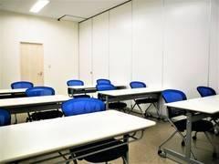 【拝島】12名収容可能。コンパクトで使いやすい貸し会議室2(標準12名/最大12名)