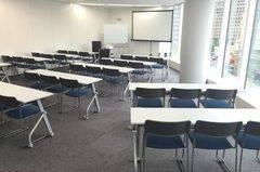 レアル大会議室(セミナールーム) 新宿駅B16出口徒歩2分 Wi-Fi完備 45名収容 セミナー・会議・説明会・面接会場等様々な用途でご利用いただけます