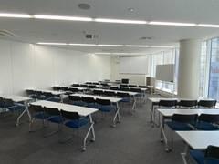 レアル大会議室(セミナールーム) 新宿駅B16出口徒歩3分 Wi-Fi完備 45名収容 セミナー・会議・説明会・面接会場等様々な用途でご利用いただけます