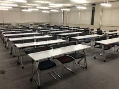 神戸市長田区の専門学校。車での来場OK!90名収容可能!学校らしい静かな環境で、研修やセミナー、会議室として利用できます!