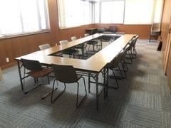 神戸市長田区の専門学校。車での来場OK!16名収容可能!会議室として利用できます!